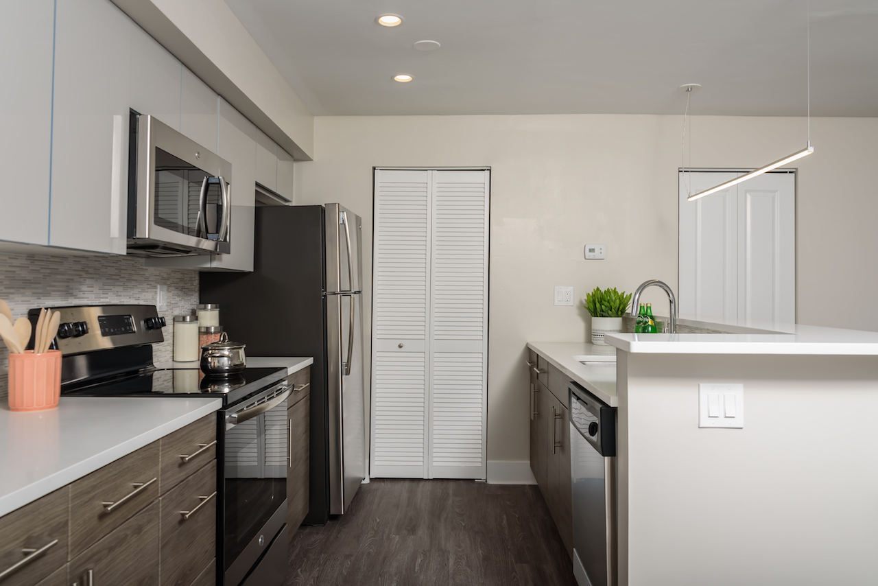 modern updated kitchen with stainless steel appliances at Buckingham Place Townhomes in Newark DE
