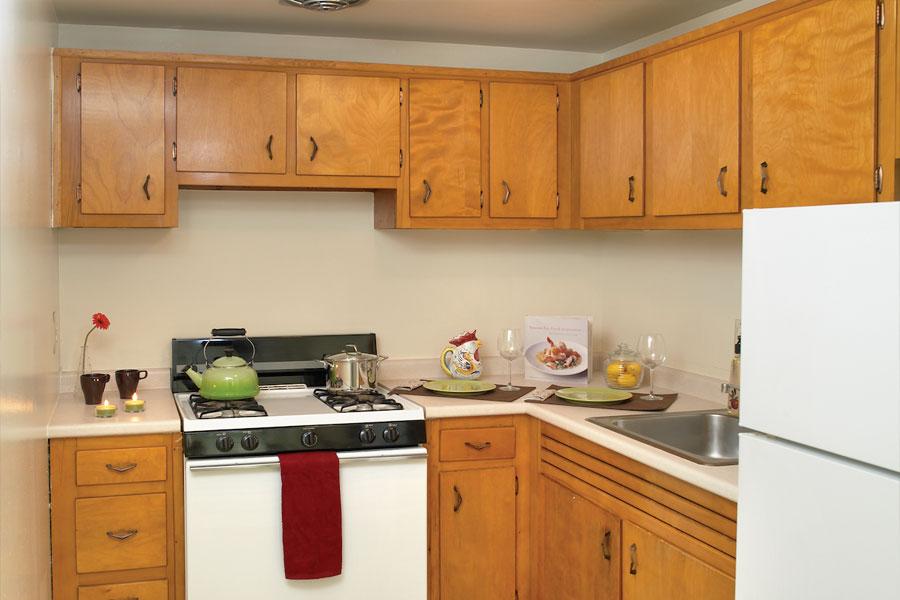 pinemanor-kitchen1