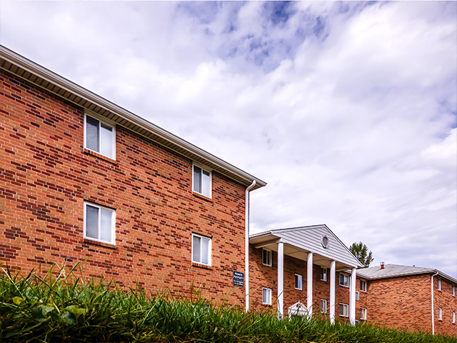 Pine Manor | Fox Chase Northeast Philadelphia Apartment