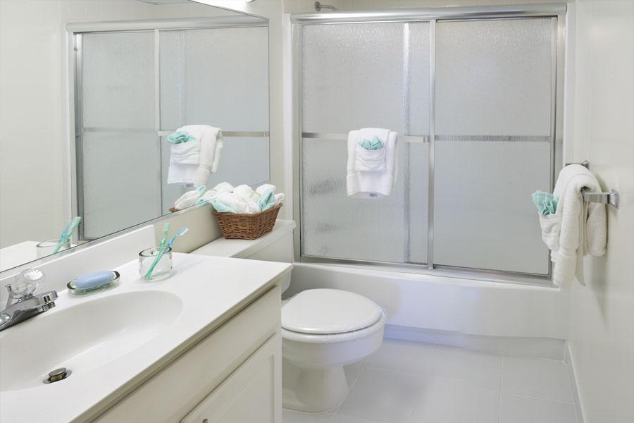 plaza-bathroom
