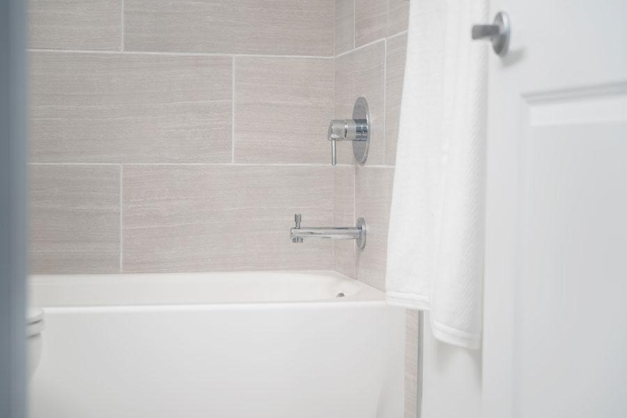 sprucecourt-bathroom1
