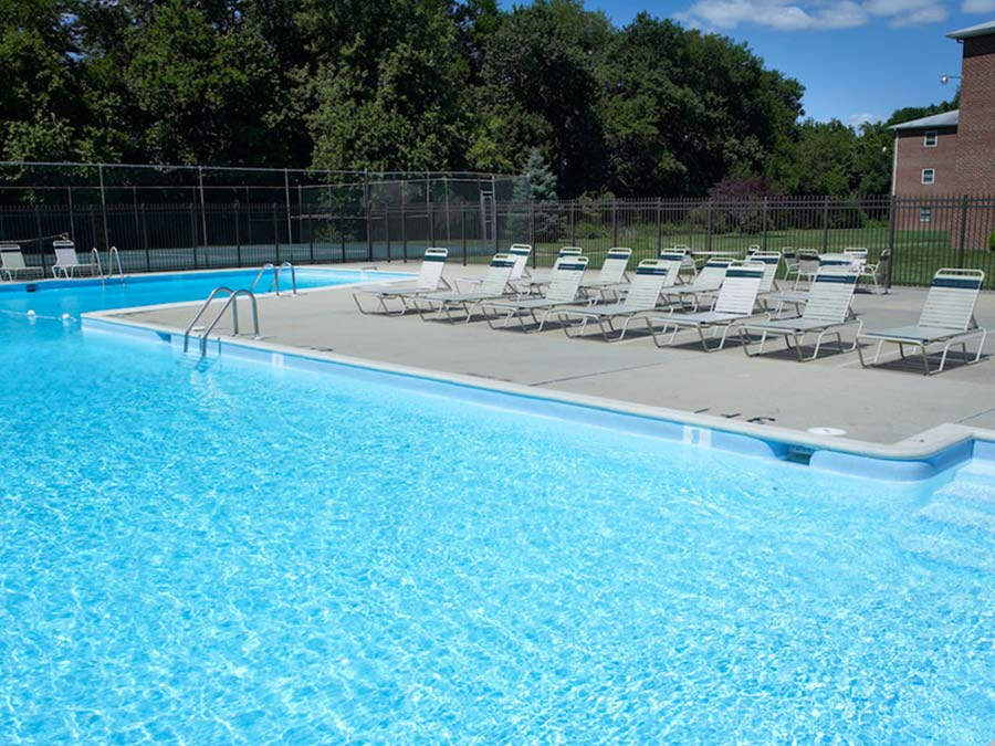 swimming pool and sundeck at Castlebrook Apartments in New Castle DE