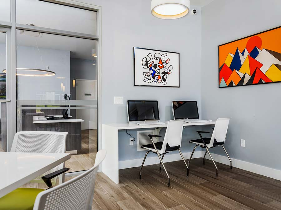 tech lounge for residents in Newark DE apartments
