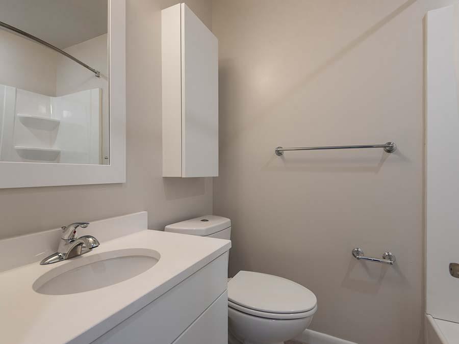 Gail Court Apartments bathroom