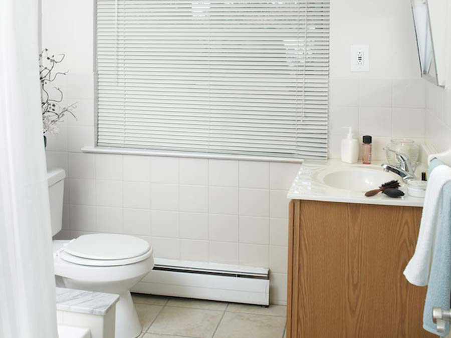 Green Valley Manor bathroom