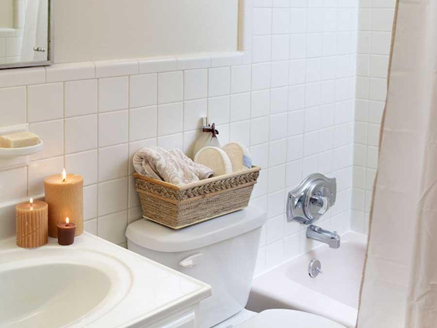 Hillside Apartments bathroom