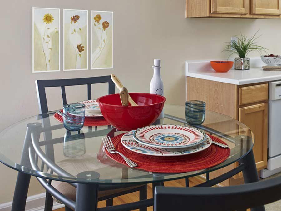 Montgomery Court eat-in kitchen area