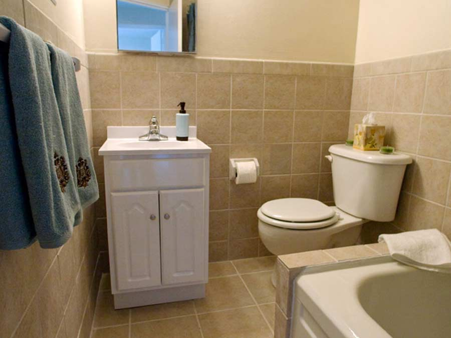 North Lane Apartments bathroom