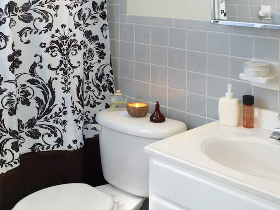 Pine Manor bathroom