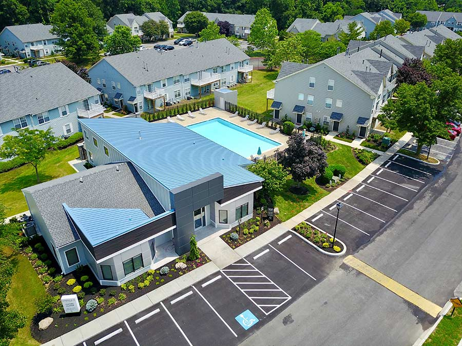 Bird's-eye view of Sophias Place East's apartment leasing office and community pool in New Castle DE