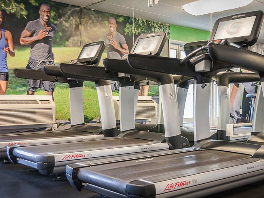 tread mills and cardio machines in the fitness center of a New Castle DE apartment