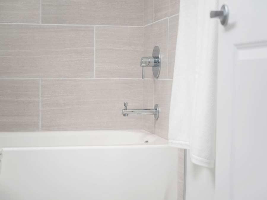 Spruce Court Apartments bathroom