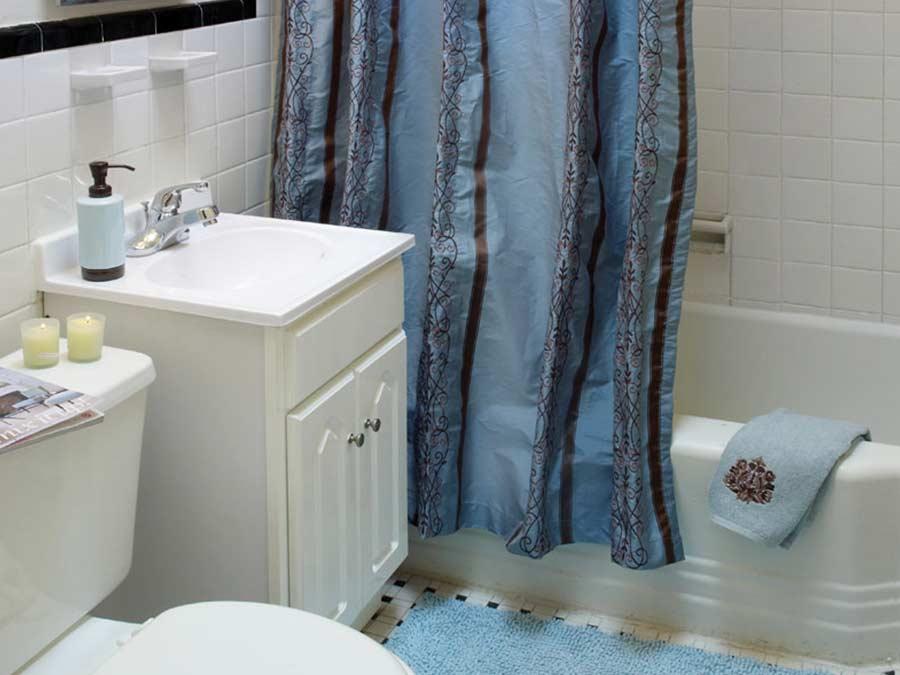 Stenton Plaza bathroom