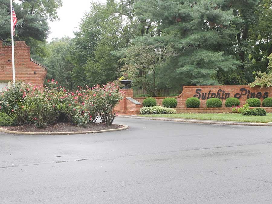 Sutphin Pines Condominiums exterior sign