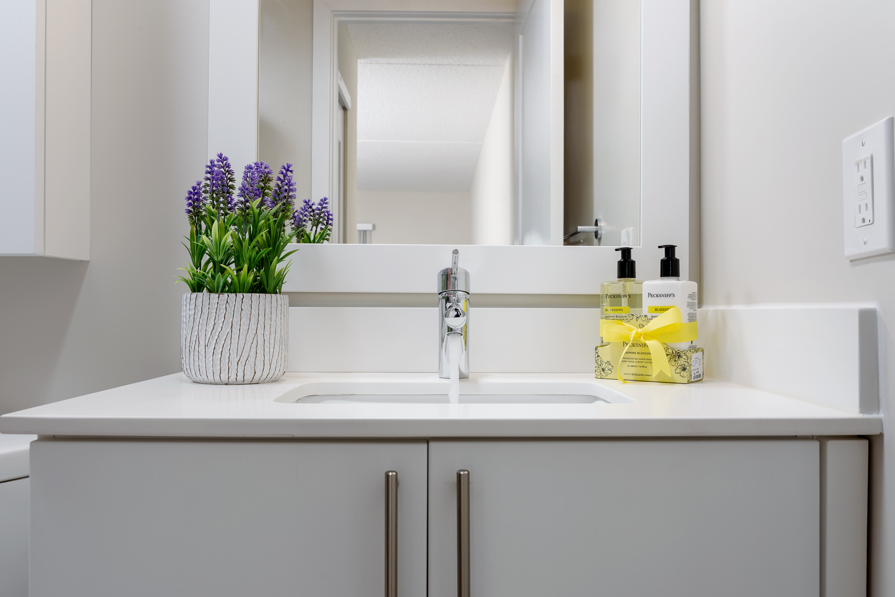 bathroom sink and vanity in King of Prussia apartment at Valley Forge Towers